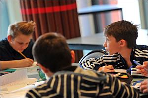 13/03/15 - ISSOIRE - PUY DE DOME - FRANCE - Cours d Histoire/Geographie en classe de 6eme au college Verriere - Photo Jerome CHABANNE