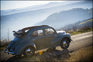 28/12/16 - GERGOVIE - PUY DE DOME - FRANCE - Essais Renault 4CV decouvrable de 1954 - Photo Jerome CHABANNE